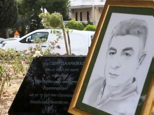 Φωτογραφία για Γιώργος Καραϊβάζ: Συγκλονίζει η μητέρα του - Κάθε μέρα πάω στον τάφο του και του κάνω παρέα