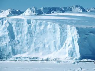Φωτογραφία για Το μεγαλύτερο παγόβουνο στον κόσμο αποκόπηκε από την Ανταρκτική
