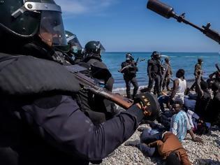 Φωτογραφία για Μεταναστευτική κρίση στη Θέουτα της Ισπανίας: Συρρέουν χιλιάδες από Μαρόκο - Βγήκε ο στρατός