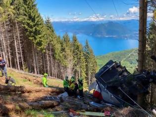 Φωτογραφία για Τραγωδία στην Ιταλία: Τελεφερίκ συνετρίβη σε βουνό - Εννιά νεκροί, δύο παιδιά σοβαρά τραυματισμένα