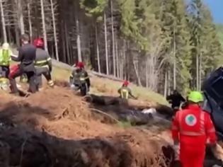 Φωτογραφία για Τραγωδία στην Ιταλία: Πέθανε το ένα από τα δύο παιδιά που τραυματίστηκαν σοβαρά κατά την πτώση καμπίνας τελεφερίκ -14 νεκροί