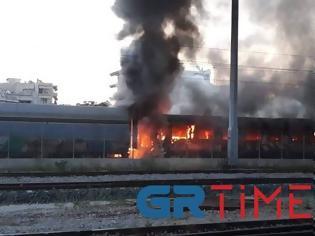Φωτογραφία για Θεσσαλονίκη: Συναγερμός για φωτιά σε εγκαταλελειμμένα βαγόνια του ΟΣΕ.