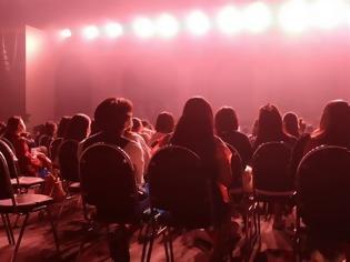 Φωτογραφία για Επιστρέφουν συναυλίες και θέατρα από σήμερα - Τι ισχύει