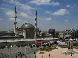Φωτογραφία για Κωνσταντινούπολη: Εμβληματικό τέμενος εγκαινίασε ο Ερντογάν στην πλατεία Ταξίμ