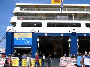 Φωτογραφία για «Άντε να βρεις καμιά δουλειά ρε!» Οταν οι επιβάτες έδιωξαν τους συνδικαλιστές στον Πειραιά