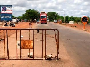 Φωτογραφία για Σφαγή στη Μπουρκίνα Φάσο: Ένοπλοι σκότωσαν 100 χωρικούς