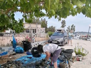 """Φωτογραφία για Καθαρισμός στο  λιμάνι του αγίου Δημητρίου  της Βόνιτσας  από την εθελοντική ομάδα """"Beach Cleaning"""