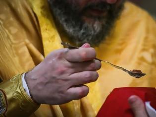 Φωτογραφία για Τιμώρησαν ιερείς γιατί χρησιμοποίησαν κουταλάκια μιας χρήσης