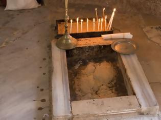Φωτογραφία για Το σημείο της Αναλήψεως του Κυρίου με τα ίχνη από τα πόδια Του!
