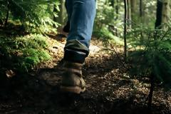 Οι 3 τρόποι (και αρκούν) για να αναβαθμίσεις το περπάτημα σε killer workout
