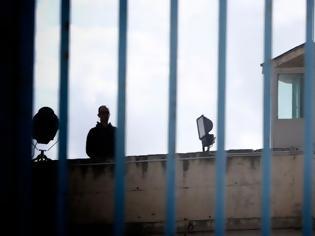 Φωτογραφία για Συναγερμός στην Πάτρα: 15 κρούσματα κορωνοϊού στις φυλακές Αγίου Στεφάνου - Θετικός και ο Παλαιοκώστας