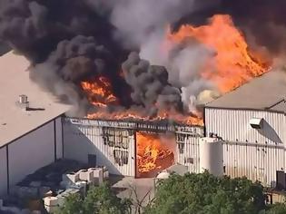 Φωτογραφία για ΗΠΑ: Μεγάλη φωτιά μετά από έκρηξη σε χημικό εργοστάσιο - Εκκενώνονται σπίτια