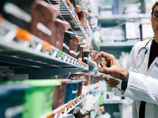Φωτογραφία για Συνέχιση διάθεσης self tests από τα φαρμακεία, ζητεί το υπουργείο Υγείας - Συνεδριάζουν οι φαρμακοποιοί