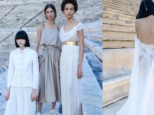Φωτογραφία για Dior: Η επίδειξη «ξεκίνησε» στα social media - Τα μοντέλα ποζάρουν με τα ρούχα του οίκου στο Καλλιμάρμαρο