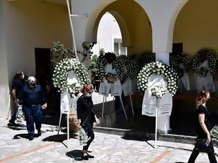 Φωτογραφία για Γλυκά Νερά: Φίλος της οικογένειας - «Η σκηνή στην κηδεία που μάς έβαλε σε σκέψεις για τον Μπάμπη»