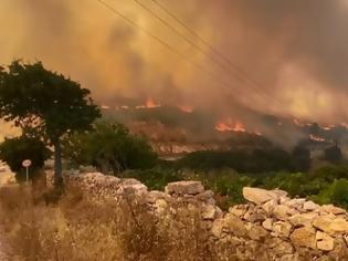 Φωτογραφία για Φωτιά στην Πάρο: Πολλές διάσπαρτες εστίες - Στο νησί ειδικό κλιμάκιο
