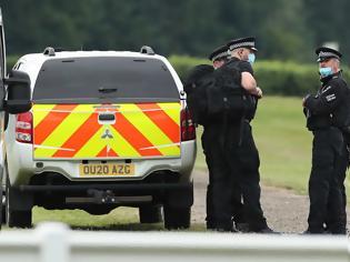 Φωτογραφία για Βρετανία: Αξιωματούχος έχασε απόρρητα έγγραφα που κατέληξαν σε στάση λεωφορείου