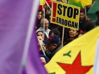 Φωτογραφία για Παρίσι: Εκατοντάδες στους δρόμους ενάντια στην τουρκική εισβολή στο βόρειο Ιράκ