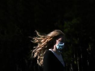 Φωτογραφία για Κοροναϊός - Ελλάδα: Στοιχίζει ακριβά να είσαι ανεμβολίαστος - Ασφυκτικές πιέσεις που μπορεί να γυρίσουν μπούμερανγκ σε οικονομία και κοινωνία
