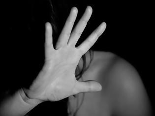 Φωτογραφία για Ηλιούπολη: Πατέρας κακοποιούσε την 19χρονη κόρη του από τα 11 της και μετά την εξέδιδε αστυνομικός