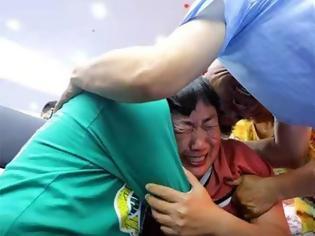 Φωτογραφία για Κινέζος διένυσε 500.000 χλμ. ψάχνοντας τον γιο του που είχε απαχθεί - Τον βρήκε 24 χρόνια μετά