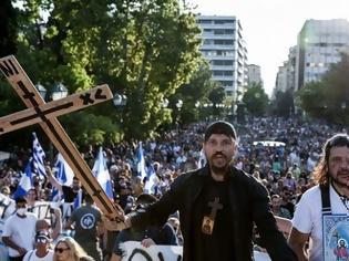 Φωτογραφία για Σύνταγμα: Χιλιάδες ενάντια στα εμβόλια, χωρίς μάσκες και με Χριστός Ανέστη