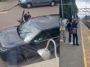 Φωτογραφία για Έφυγε γκαζωμένος μέσα στις γραμμές του τρένου, για να ξεφύγει από την αστυνομία (βίντεο)