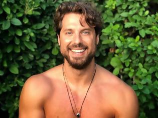 Φωτογραφία για Νάσος Παπαργυρόπουλος: «Καλό ταξίδι νονέ, σε βλέπω ήδη να σιγοτραγουδάς χαμογελώντας στην αγκαλιά του Δημιουργού»