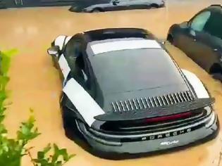 Φωτογραφία για Καταστροφή σε αντιπροσωπεία της Porsche στη Γερμανία