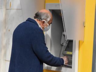Φωτογραφία για Αναδρομικά συνταξιούχων: Ξεκινούν οι πληρωμές - Ποιοι πάνε πρώτοι Ταμείο.
