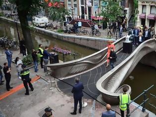 Φωτογραφία για Η πρώτη ατσάλινη 3D-printed γέφυρα του κόσμου στο Άμστερνταμ