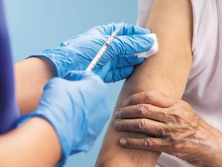 Φωτογραφία για Τα χαμηλά νούμερα των εμβολιασμένων προκαλούν πανικό στην Κυβέρνηση! Οι σκέψεις για να αυξηθούν τα νούμερα...