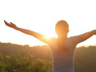 Φωτογραφία για Από ποια μορφή καρκίνου κινδυνεύουν οι άνω των 45 που αποφεύγουν τον ήλιο