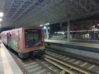 Φωτογραφία για ΣΤΑ.ΣΥ:  Με προβλήματα η γραμμή 1 του Μετρό λόγω φθοράς των καλωδίων ηλεκτροδότησης από πυρκαγιά μεταξύ των σταθμών Πειραιά – Φάληρο.