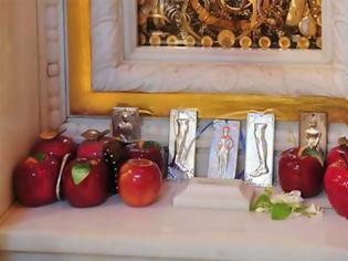 Φωτογραφία για Αγία Ειρήνη Χρυσοβαλάντου: Η θαυματουργή ευχή και τα μήλα της αττεκνίας