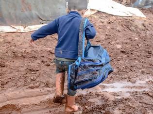 Φωτογραφία για Το παιδί που περπατούσε 2 ώρες για να πάει στο σχολείο και σήμερα είναι Πρόεδρος της χώρας του