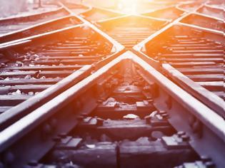Φωτογραφία για Καύσωνας: Στράβωσαν οι ράγες του τρένου από τη ζέστη στην Αττική.