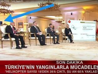 Φωτογραφία για Σάλος στην Τουρκία: Ο Ερντογάν απαντούσε ερωτήσεις σε συνέντευξη... διαβάζοντας autocue