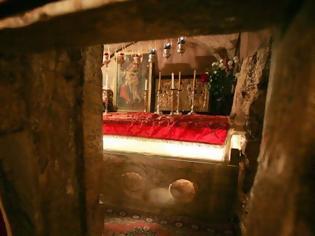 Φωτογραφία για Άγιος Παΐσιος Αγιορείτης: «Πολύ λυπούμαι που δεν πιστεύεις μέσα σου ότι οι Απόστολοι πήγανε, εν πνεύματι, στην κηδεία της Παναγίας»