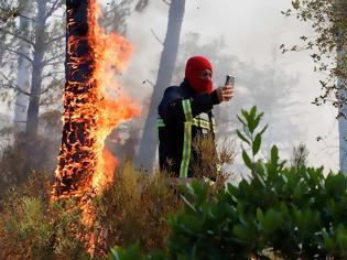 Φωτογραφία για Φωτιές Γαλλία: Νεκροί στο φλεγόμενο θέρετρο της Κυανής Ακτής κοντά στο Σεν Τροπέ