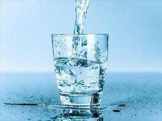 Φωτογραφία για ΟΦΕΙΛΟΥΜΕ  να πίνουμε νερό για να προστατεύουμε την καρδιά μας