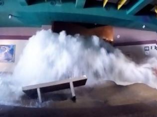 Φωτογραφία για Νέα Υόρκη: Η πλημμύρα προκαλεί καταρράκτες στο μετρό της πόλης (βίντεο).