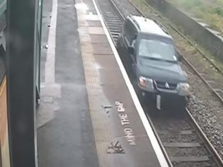 Φωτογραφία για Βρετανία: Στη φυλακή 33χρονος οδηγός που... ταξίδεψε για σχεδόν ένα χιλιόμετρο πάνω σε γραμμές του τρένου - Δείτε βίντεο,