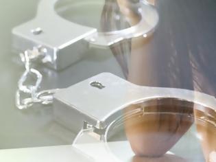 Φωτογραφία για Συνελήφθη πρώην παίκτρια ριάλιτι με 7,8 κιλά κοκαΐνη