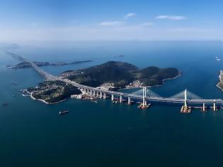 Φωτογραφία για Άποψη της μακρύτερης στον κόσμο και της πρώτης θαλάσσιας γέφυρας δρόμου - σιδηροδρόμου της Κίνας
