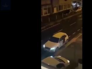 Φωτογραφία για Γερμανία: Άγριος τσακωμός ζευγαριού Ελλήνων - Εμβόλισε το αμάξι του άντρα της η έξαλλη γυναίκα (Video)