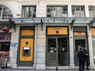Φωτογραφία για Ληστεία σε τράπεζα στο κέντρο της Αθήνας- «Με βερμούδες και καλάσνικοφ»