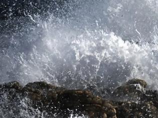 Φωτογραφία για Θρίλερ στην Κέρκυρα: Βρέθηκε νεκρός άνδρας σε βράχια