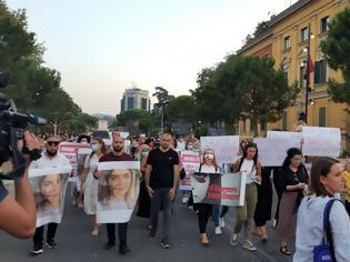 Φωτογραφία για Αλβανία: Νέα γυναικοκτονία συγκλονίζει τη χώρα - Σκότωσε την πρώην σύζυγό του μπροστά στην οικογένειά της