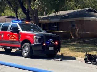 Φωτογραφία για Τέξας – Στρατιωτικό εκπαιδευτικό αεροσκάφος έπεσε σε σπίτια – Τρεις τραυματίες